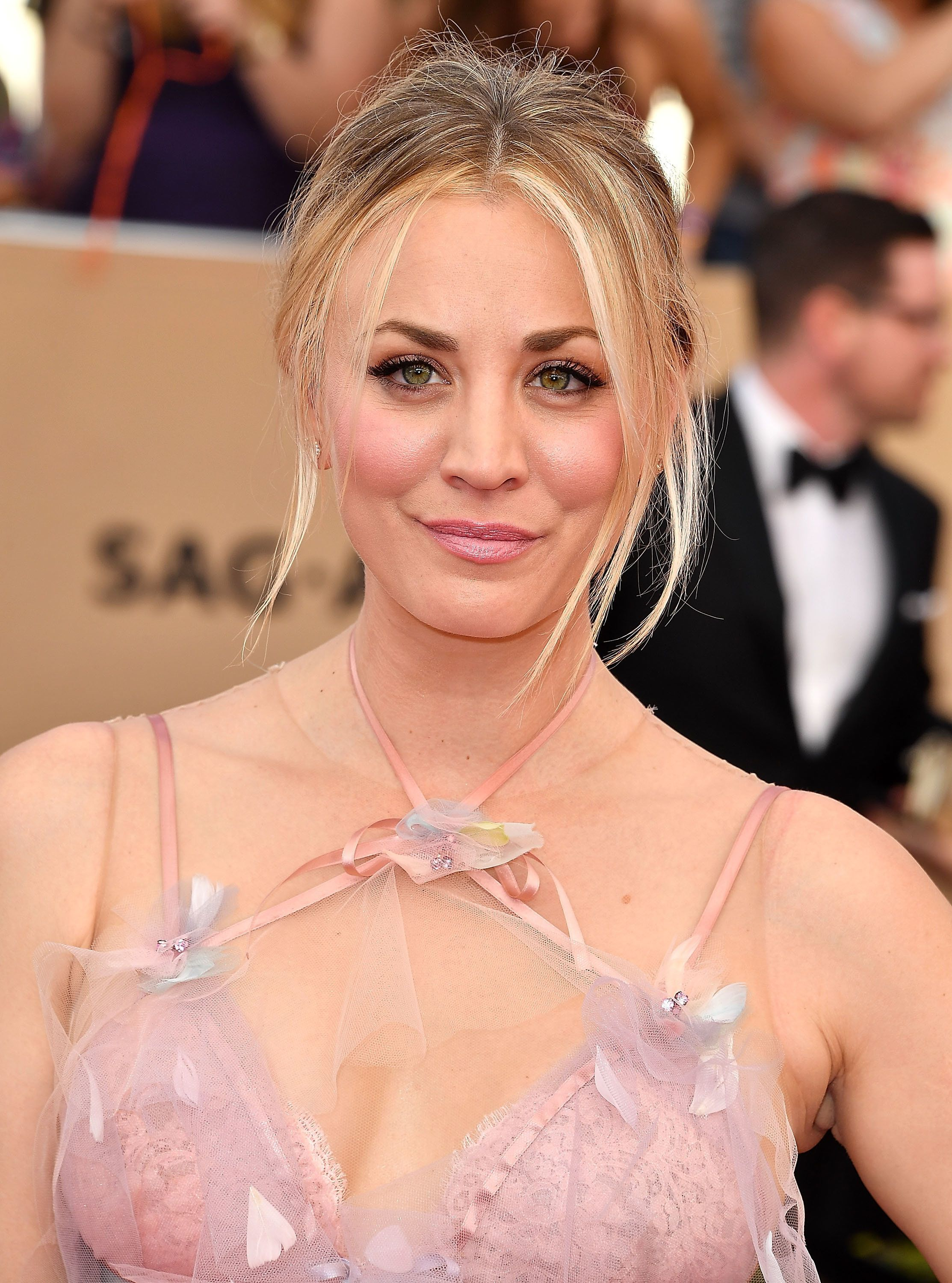 LOS ANGELES, CA - JANUARY 29:  Kaley Cuoco arrives at the 23rd Annual Screen Actors Guild Awards at The Shrine Expo Hall on January 29, 2017 in Los Angeles, California.  (Photo by Steve Granitz/WireImage)