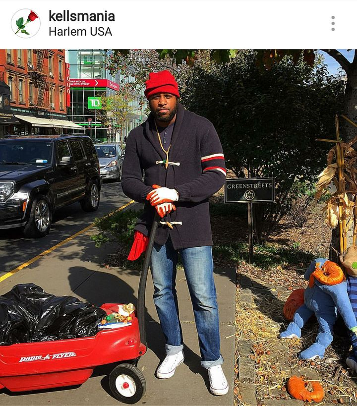<p>#TakeCareofHarlem, keeping Lenox Ave clean and green.</p>