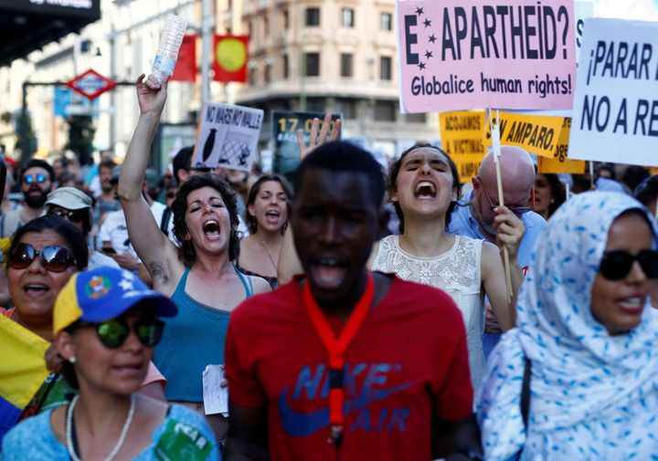 Spaniards march to commemorate World Refugee Day 2017