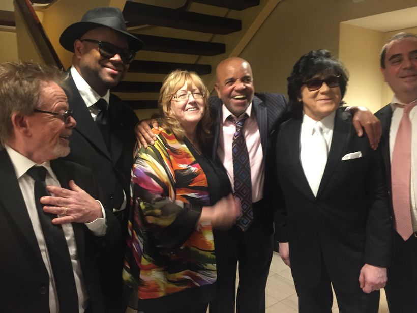 Linda Moran ( center ) with L to R Paul Williams ASCAP President, Jimmy Jam, Moran, Berry Gordy, SHOF board members John Titt
