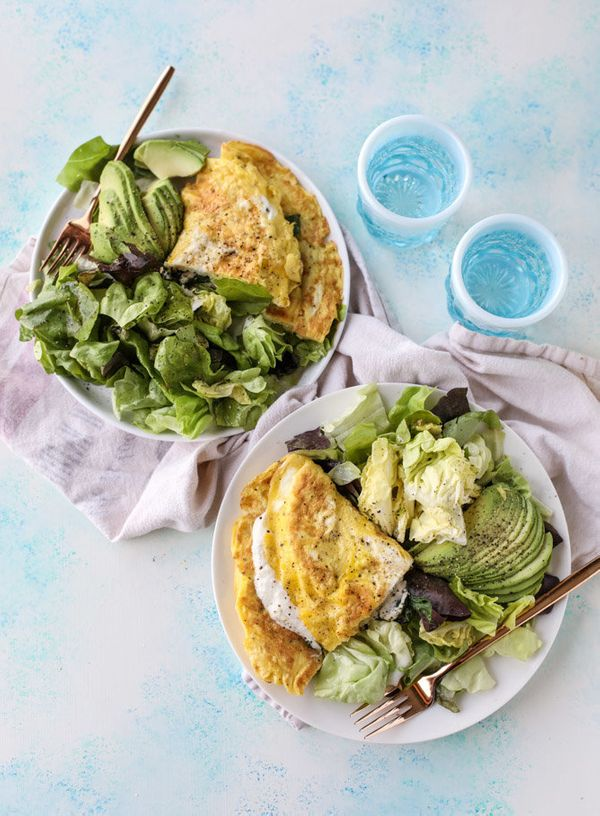 "<strong>Get the <a href=""http://www.howsweeteats.com/2017/01/15-minute-spinach-burrata-omelet-avocado-salad/"" target=""_blank"""