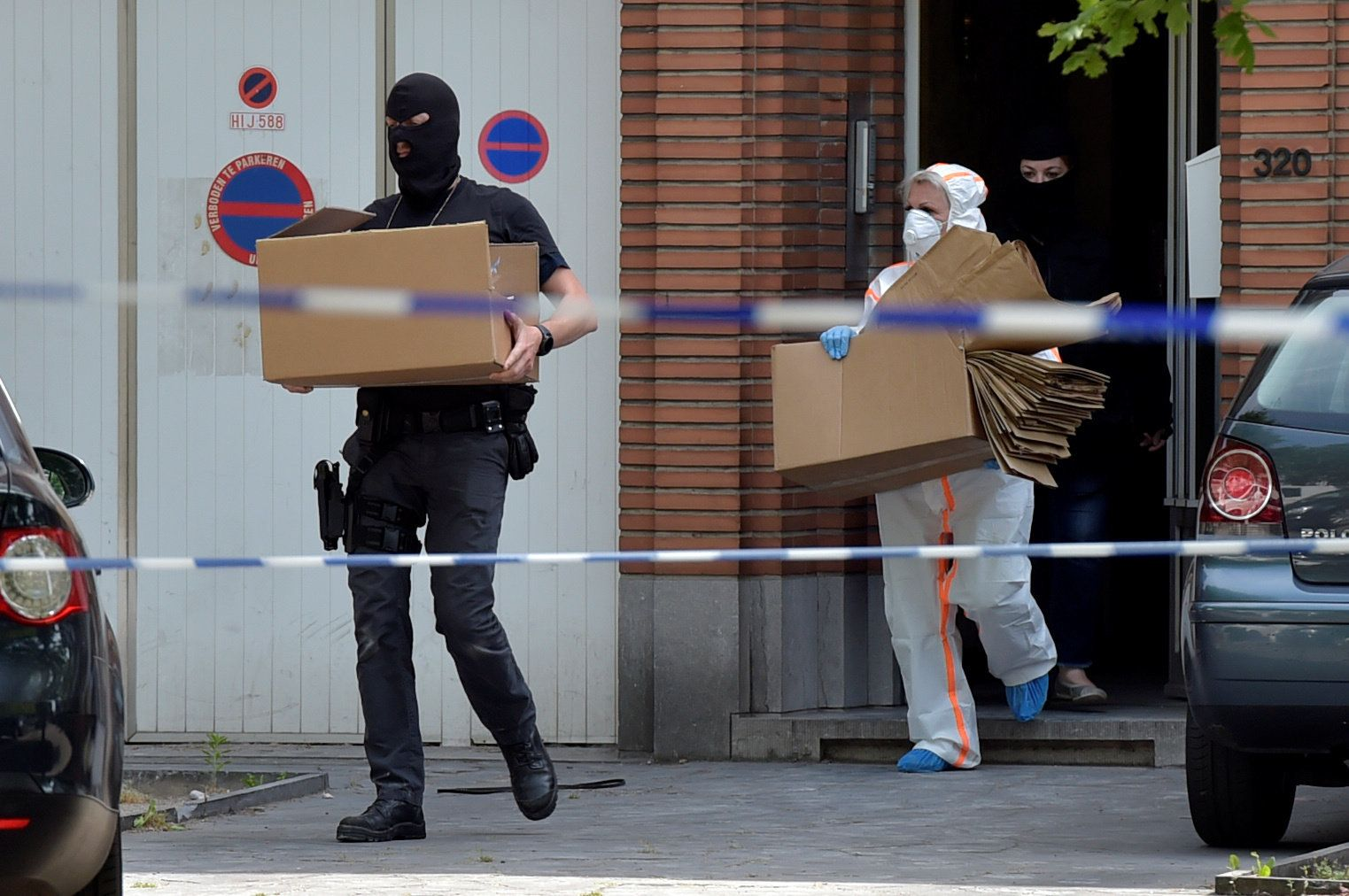 Belgian policemen get out of a house after searching it, following yesterday's attack, in Brussels, Belgium June 21, 2017. REUTERS/Eric Vidal