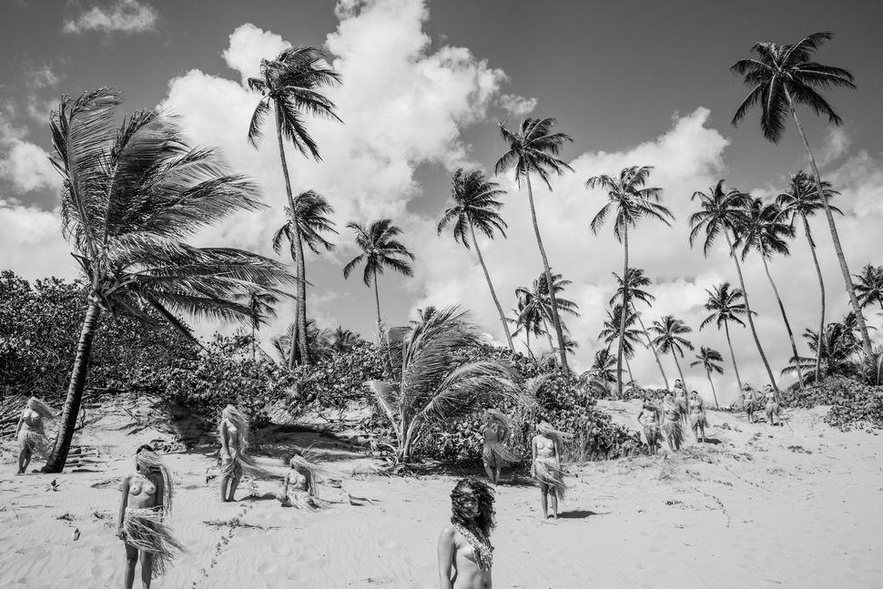 "Monica Felix, Romace Tropical - ""Ext. A Orillas De La Isla Mu"""