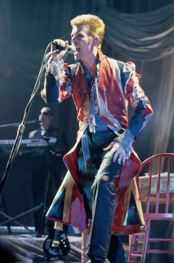 "Bowie reportedly <a href=""http://www.vanityfair.com/style/2016/01/david-bowie-alexander-mcqueen-era-union-jack-coat"" target="""