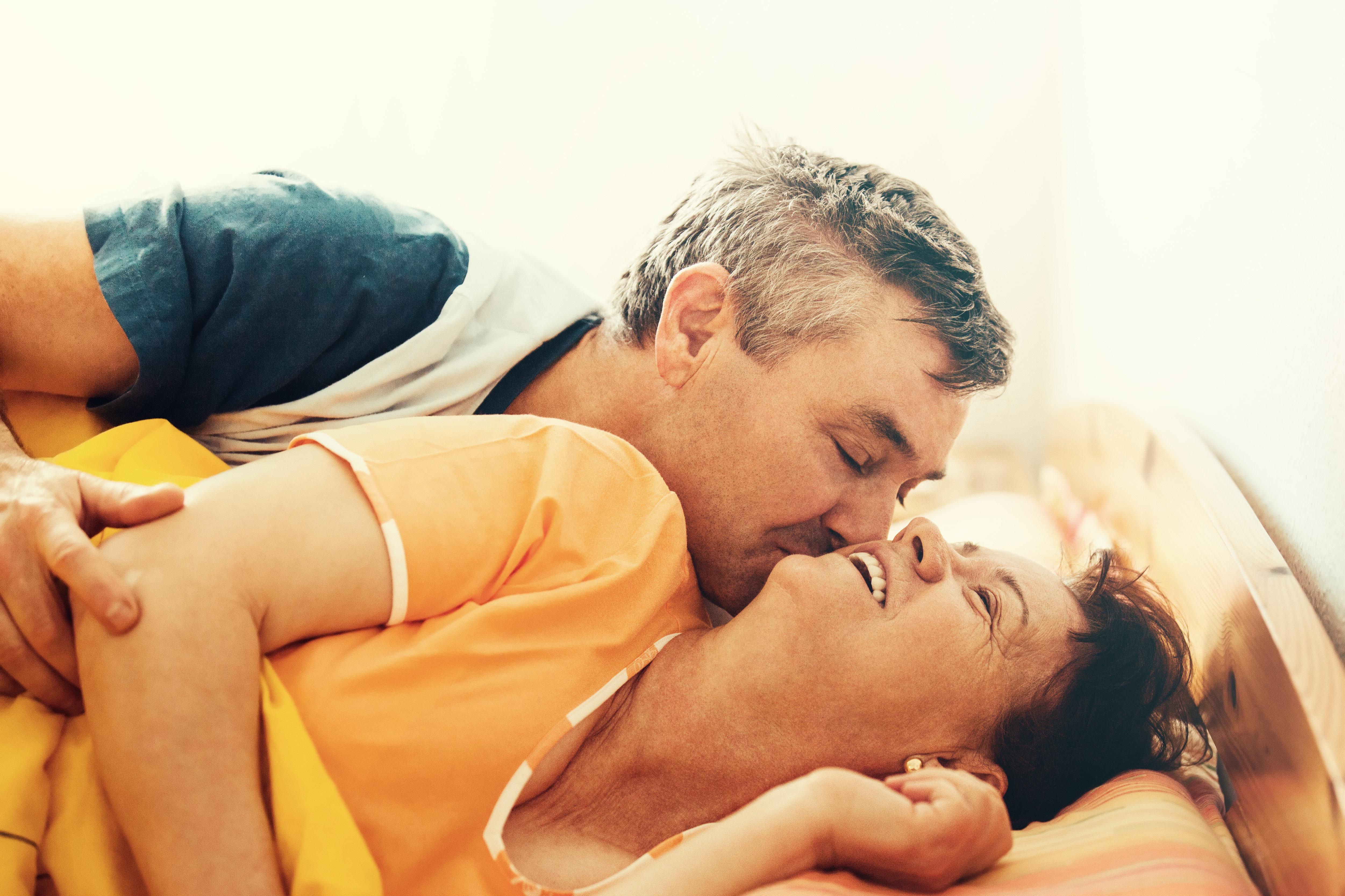 Простой русский домашний секс пары, Русский домашний семейный секс на даче -видео 15 фотография