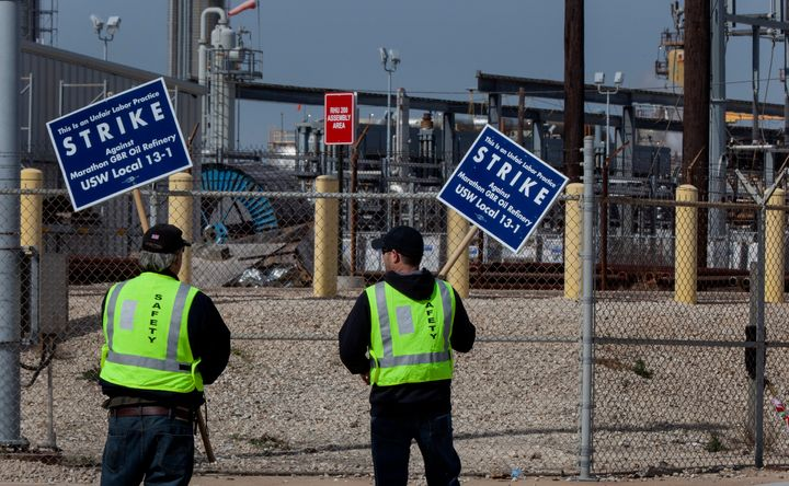 Union workers picket outside of the Marathon Petroleum Corp. Galveston Bay refinery in Texas City, Texas, U.S., on Monday, Fe
