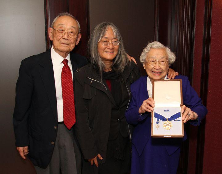 Homer Yasui, left, and Yuka Yasui Fujikura, right, Minoru Yasui's surviving siblings, with Min's daughter Holly Yasui, center