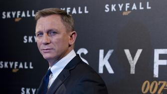 "Actor Daniel Craig poses for photographers during a photocall for the film ""Skyfall"" in Paris October 24, 2012.  Makers of the new James Bond movie ""Skyfall"" have striven to combine the old-school values that made 007 such a success over the last 50 years with enough modern mores to keep the silver screen's favourite super spy relevant in a post-Cold War world.     REUTERS/Gonzalo Fuentes (FRANCE  - Tags: ENTERTAINMENT SOCIETY)"