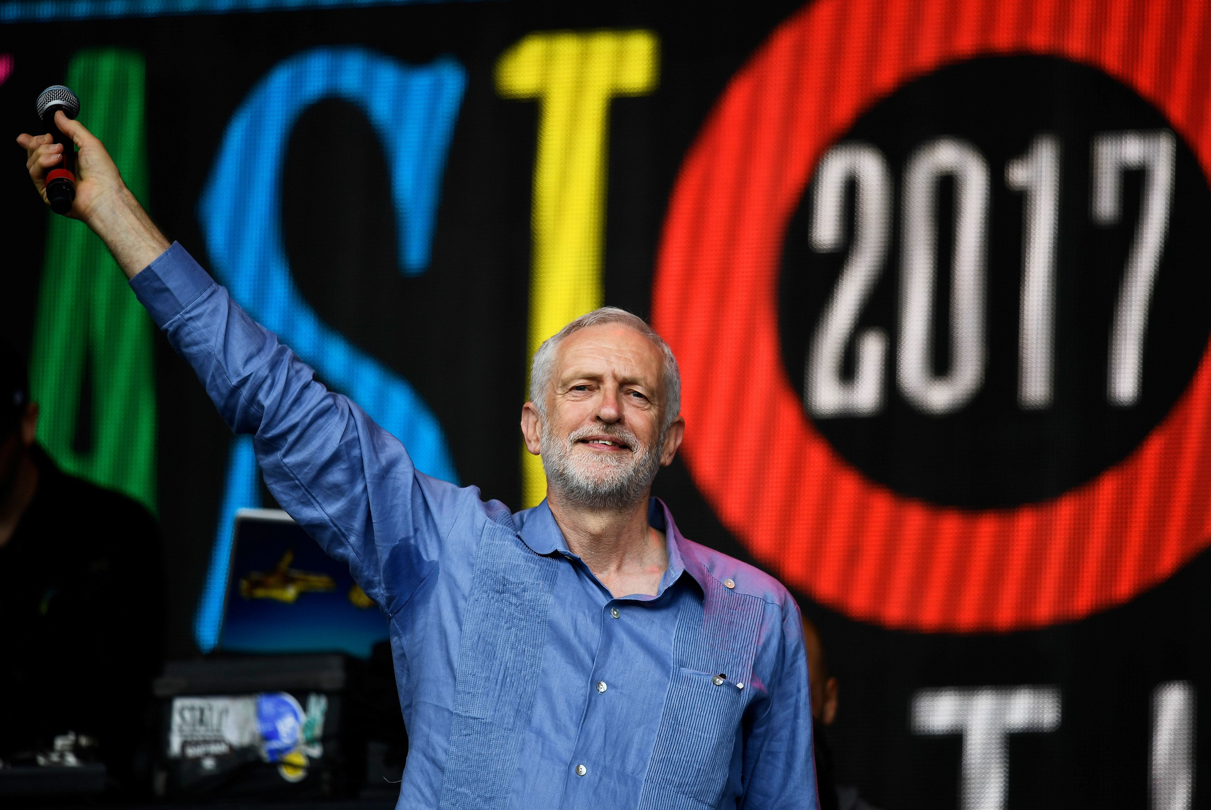 Corbyn Electrifies Glastonbury Crowd With Trump Taunt - Later Pulls