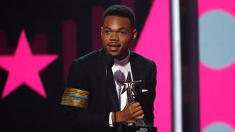 2017 BET Awards  – Show – Los Angeles, California, U.S., 25/06/2017 - Chance the Rapper accepts the award for Best New Artist. REUTERS/Mario Anzuoni