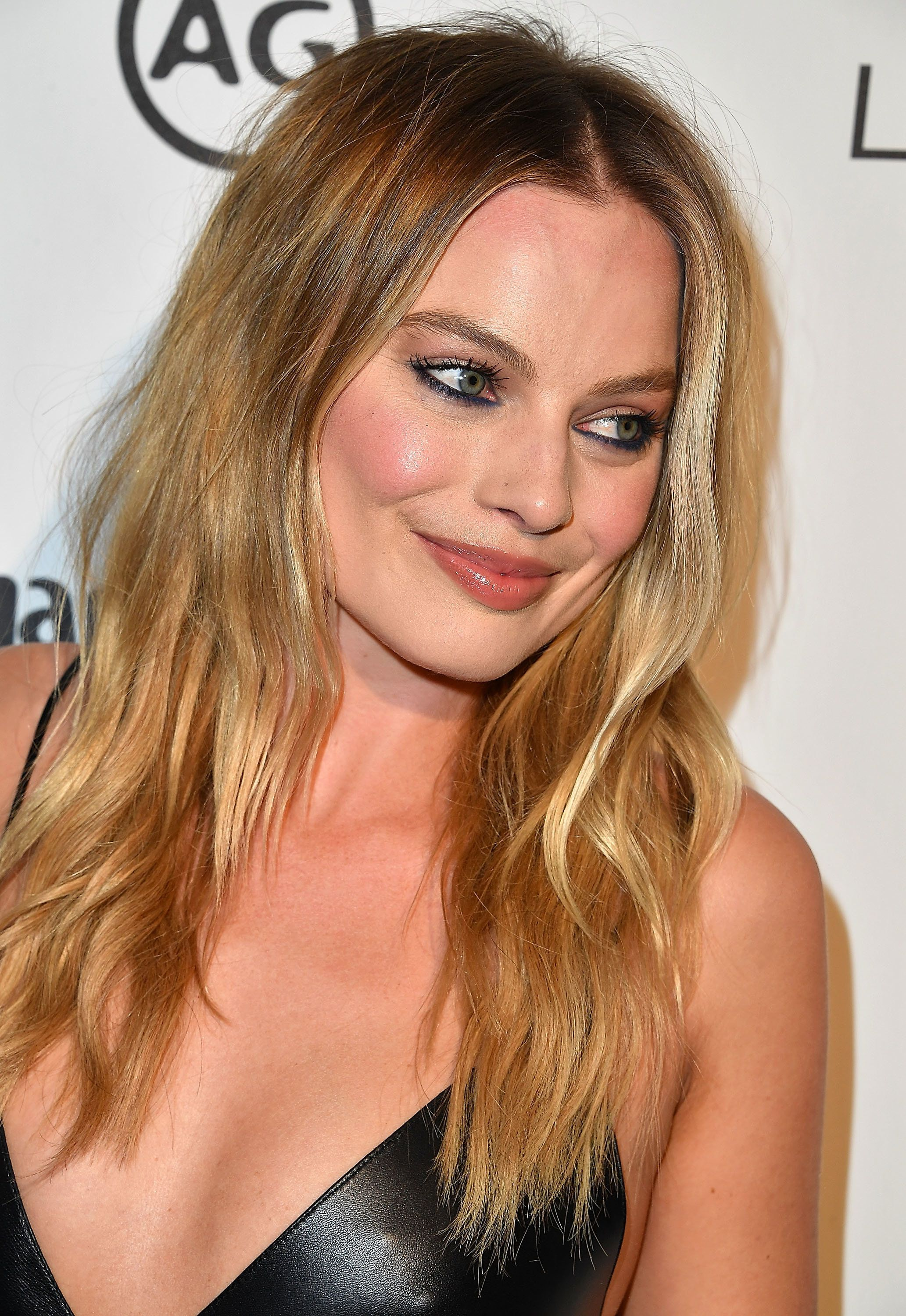 Margot Robbie's Weird Foundation Hack Is Kind Of