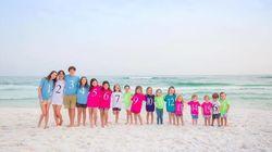 Esta fotografía de familia de 17 primos se hace viral por un motivo