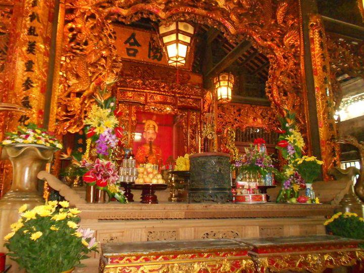 Trần Hưng Đạo statue in Kiep Bac temple (Hai Duong).
