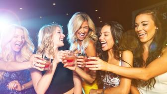 Shot of young women drinking cocktails in a nightclubhttp://195.154.178.81/DATA/i_collage/pu/shoots/805548.jpg