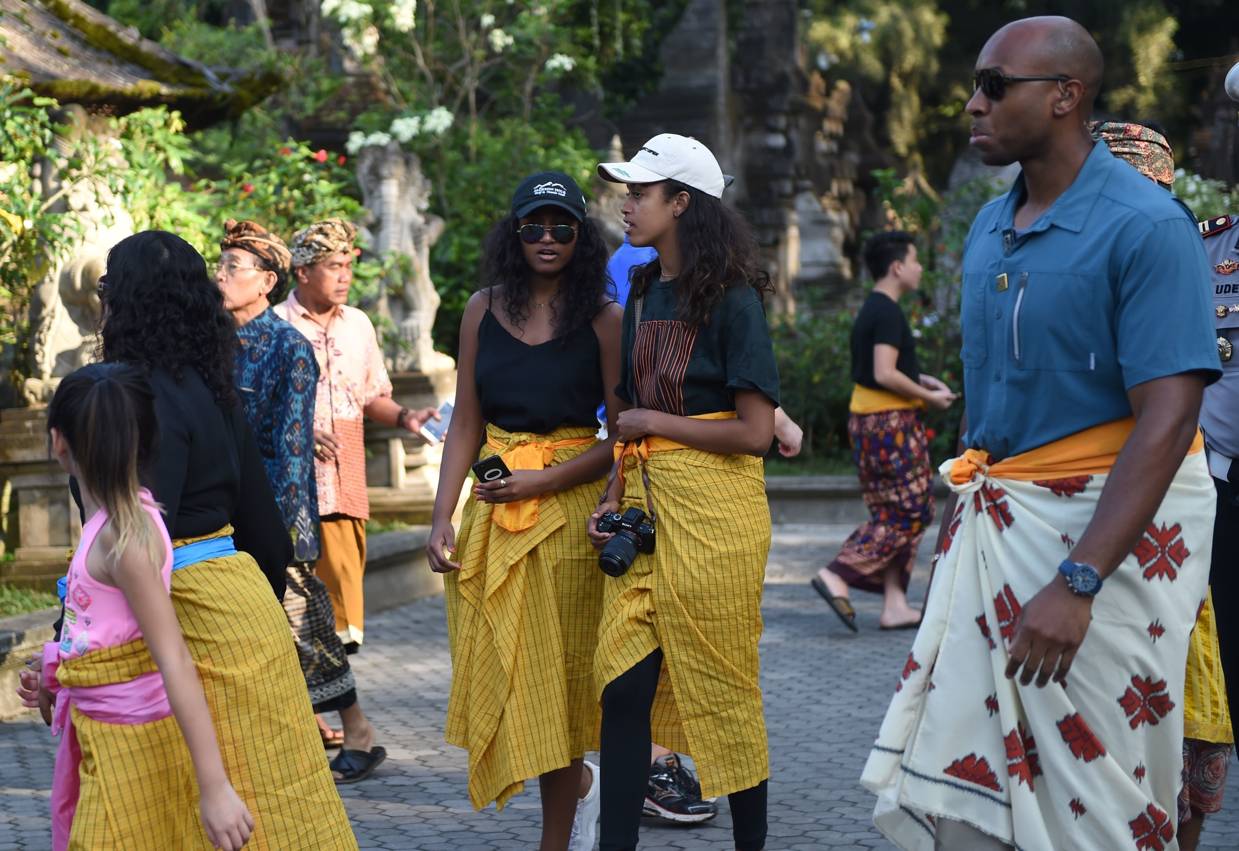 Sasha and Malia were looking cool and appropriate.