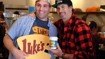 BEVERLY HILLS, CA - OCTOBER 05:  Actor Scott Patterson poses with a fan at a 'Gilmore Girls' themed pop-up of Luke's Diner on October 5, 2016 in Beverly Hills, California. Similar pop-ups were scheduled throughout the country today.  (Photo by Sarah Morris/Getty Images)