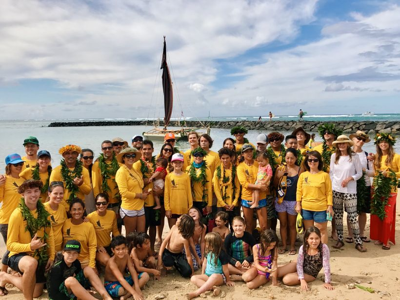 The Wānana Pāoa 'ohana gathers at Duke Kahanamoku Beach for the Hōkūle'a homecoming celebration.