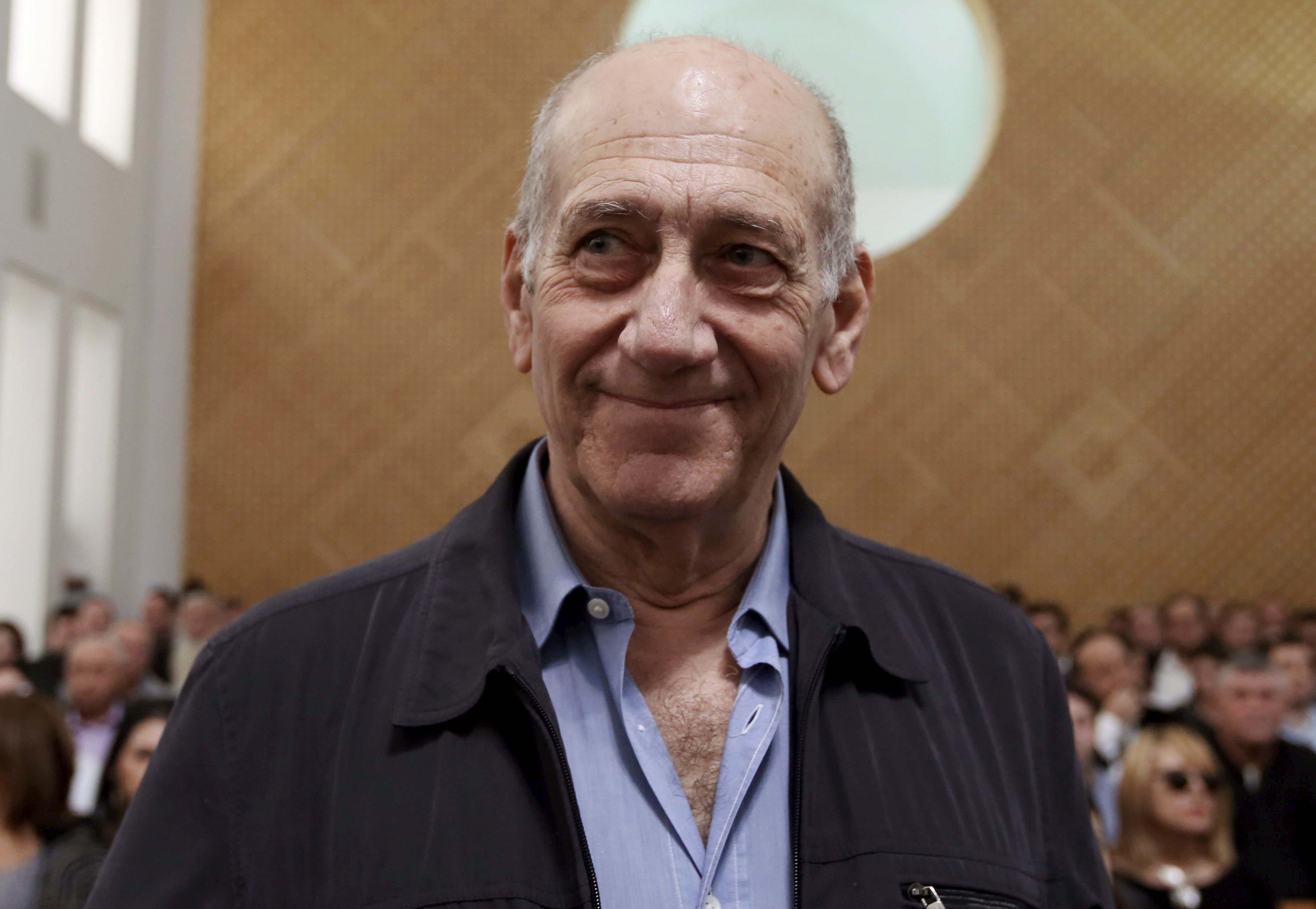 Former Israeli prime minister Ehud Olmert is seen in the courtroom as he waits for the judges at the Supreme Court in Jerusalem December 29, 2015. Israel's top court slashed Olmert's prison sentence to 18 months from six years on Tuesday after overturning the main count in his 2014 bribery conviction. Olmert, 70, will begin serving his term on Feb. 15, according to live reports from the Jerusalem courtroom, making him the first former head of government in Israel to go to prison. REUTERS/Gali Tibbon/Pool