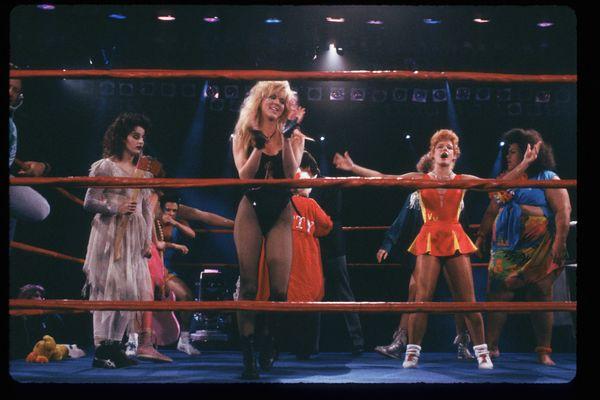 GLOW Girlsprepare to wrestle.
