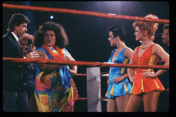 'Late Show' host Ross Shaffer speaks with the GLOW Girls.