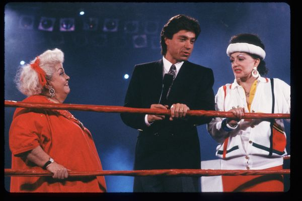 Shaffer speaks with Stallone in the ring.