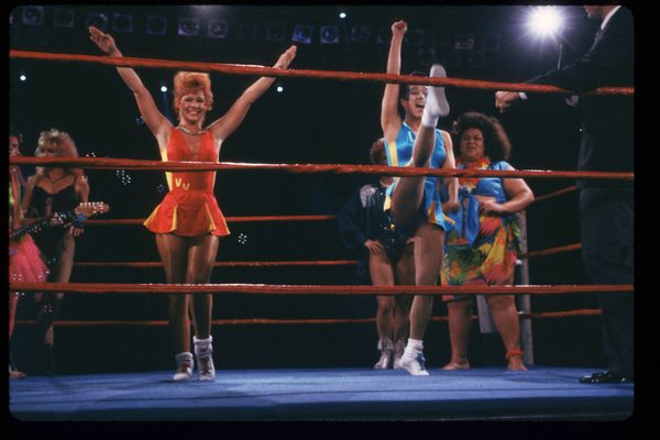 Members of the GLOW Girlsperform in the ring.