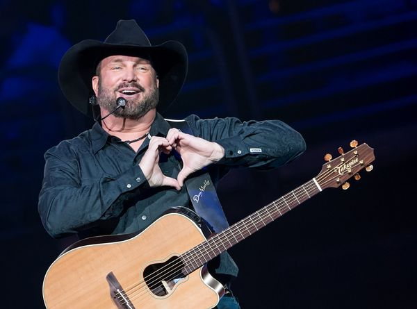 """On Oct. 26, 2000, Garth Brooks <a href=""""http://theboot.com/garth-brooks-retirement/"""" target=""""_blank"""">announced he would be re"""