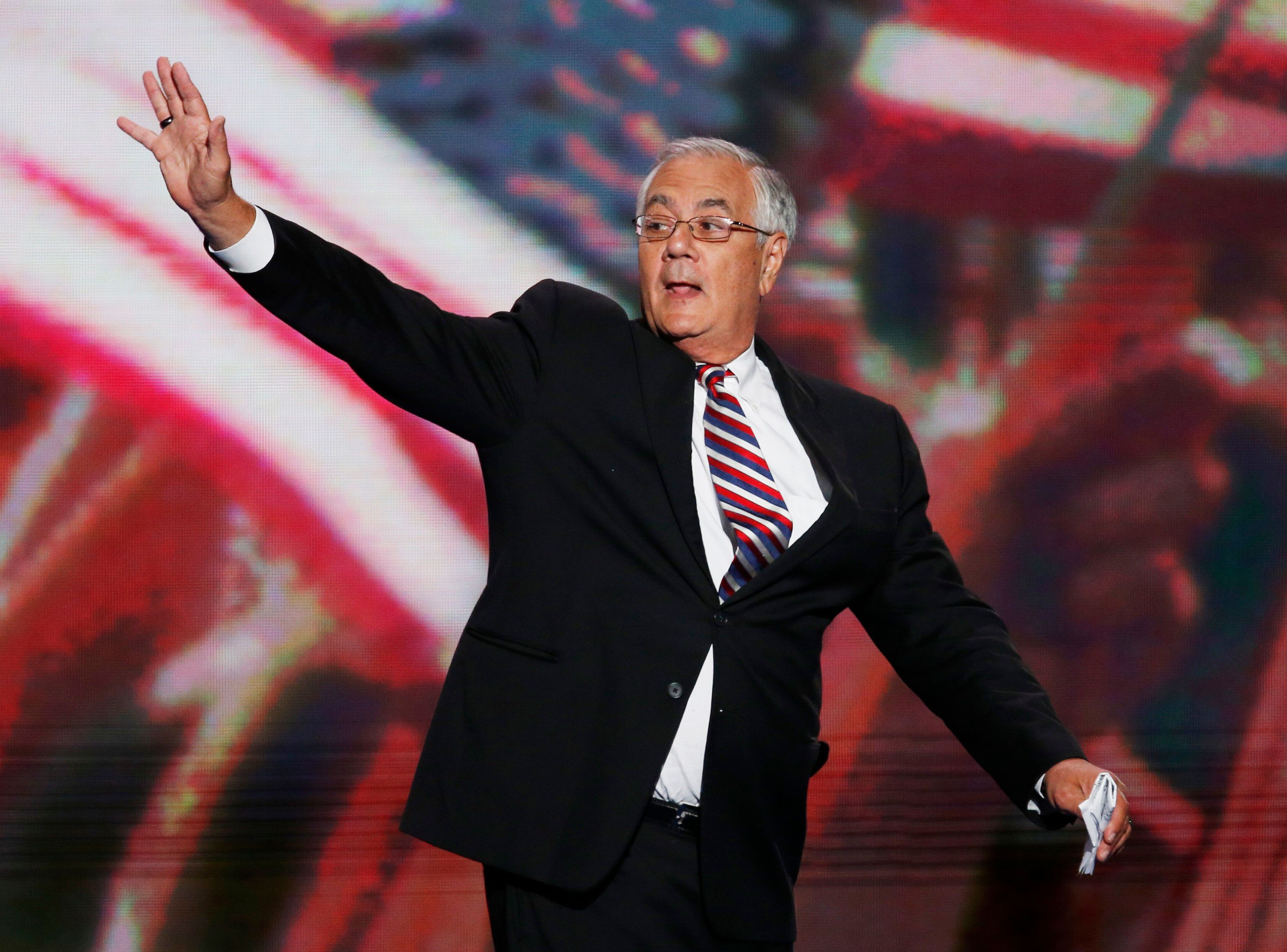 Rep. Barney Frank (D-MA) waves during the final session of the Democratic National Convention in Charlotte, North Carolina September 6, 2012.      REUTERS/Jason Reed (UNITED STATES  - Tags: POLITICS ELECTIONS)