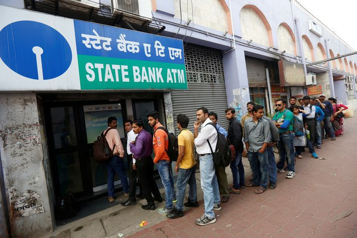 People queue outside an ATM of State Bank of India (SBI) in Kolkata, India. REUTERS/Rupak De Chowdhur