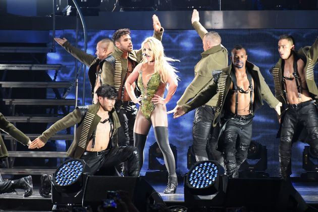 Britney Spears sings Happy Birthday live in Singapore