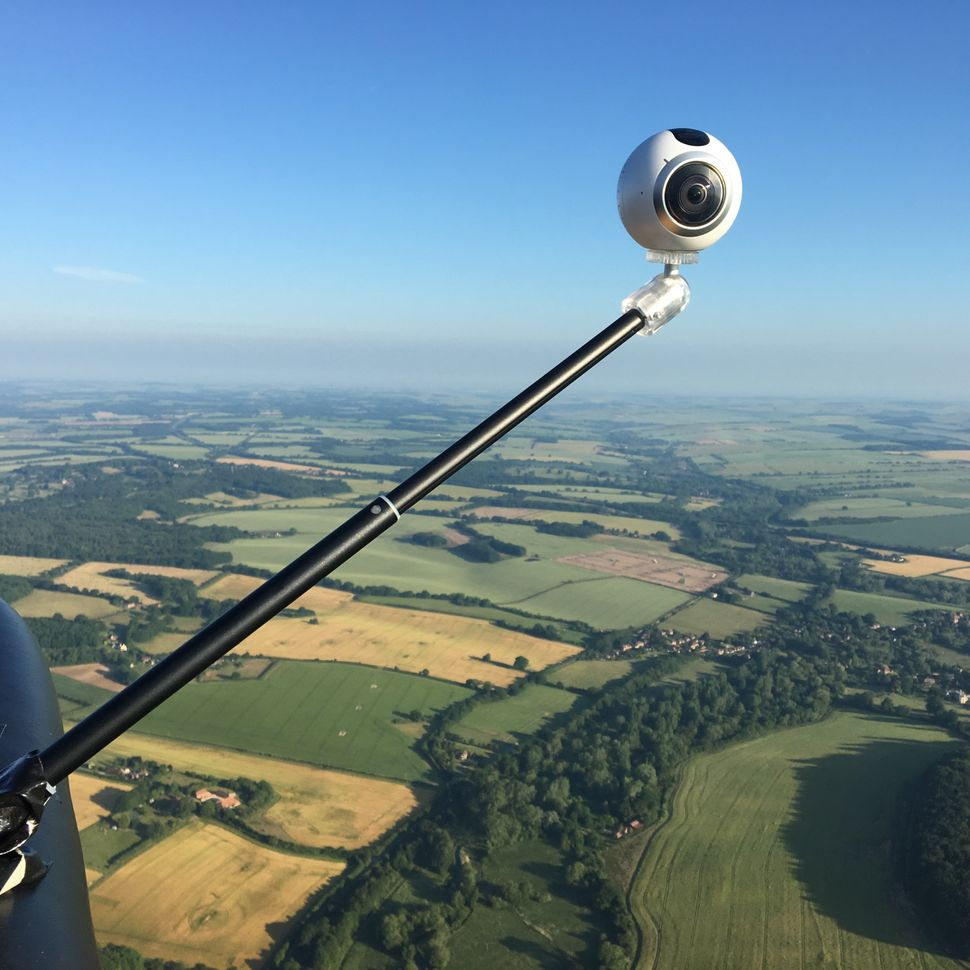 The flight was shot using a Samsung Gear 360.
