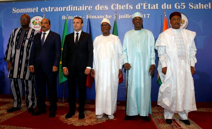 The leaders of Burkina Faso, Mauritania, France, Mali, Chad and Niger pose during G5 Sahel Summit in Bamako. French