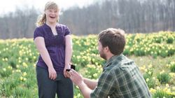 Un hombre 'se compromete' con la hermana de su novia con síndrome de