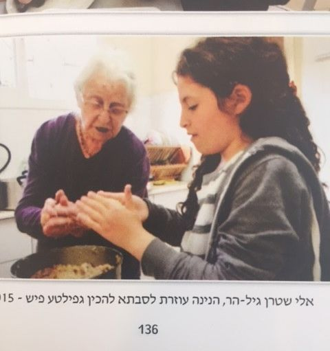 2015, Liza teaches her great grandaughter how to prepare gefile fish