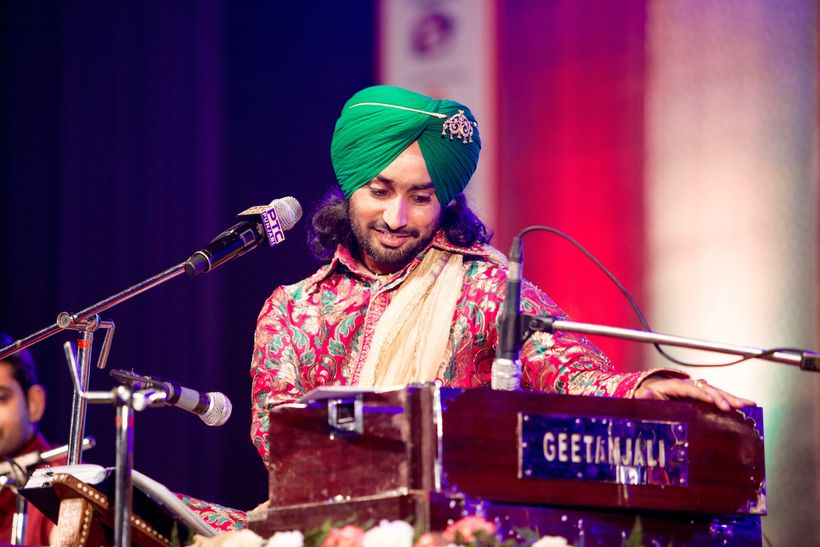 Satinder Sartaaj performing at one of his concerts.