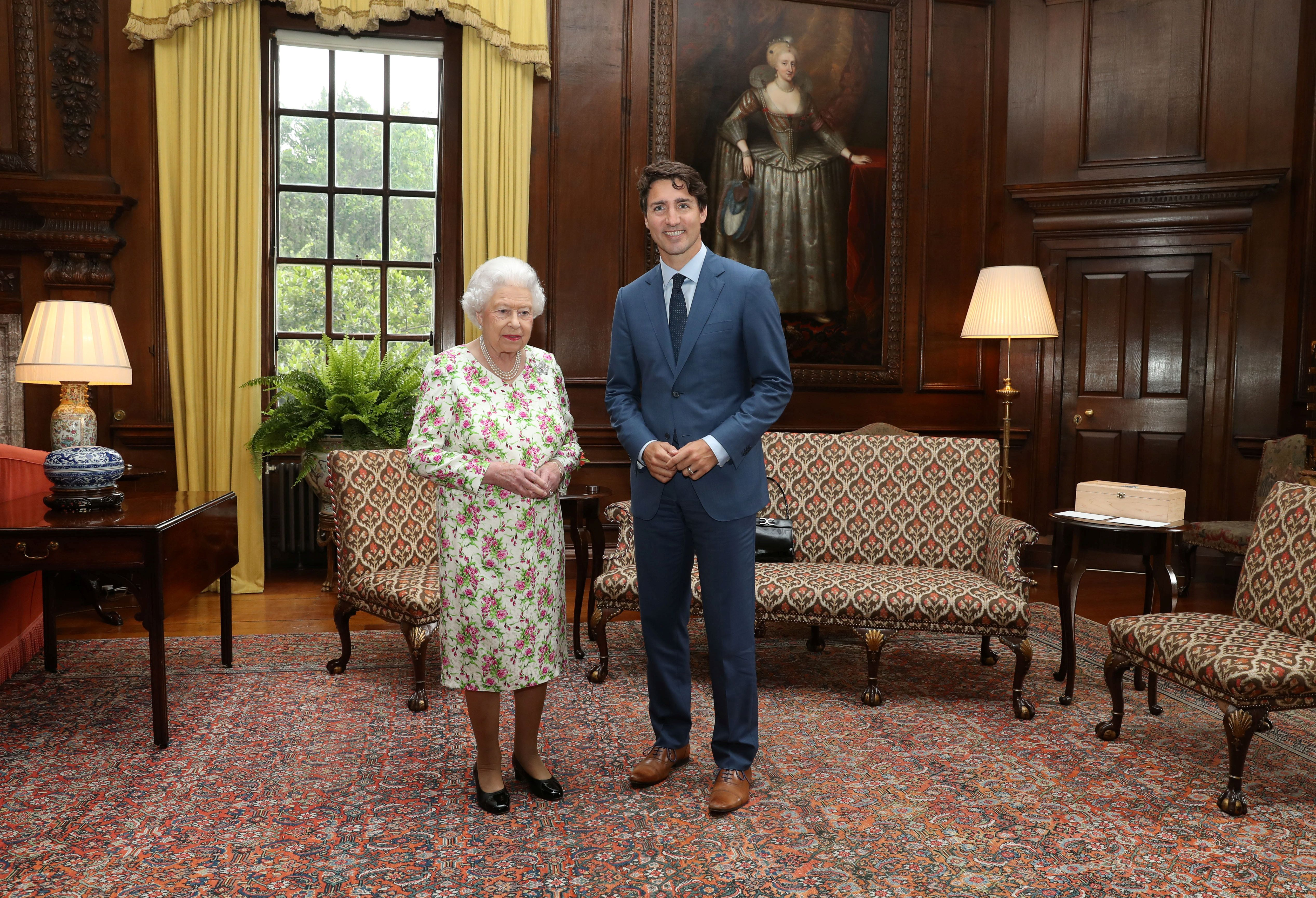 Britain's Queen Elizabeth II greets Canada's Prime Minister Justin Trudeau during an audience at the Palace of Holyroodhouse in Edinburgh, Scotland, Britain July 5, 2017.REUTERS/Andrew Milligan/Pool