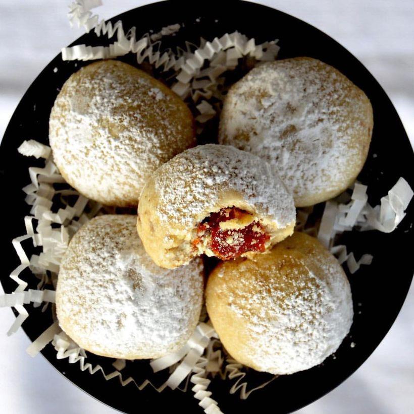 Polvorones rellenos de guava