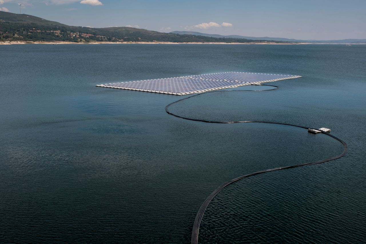 Local officials inaugurated the floating solar panels at Alto Rabagão dam on July 6.