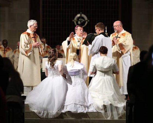O arcebispo de Detroit, Allen Vigneron, durante a missa de consagração, em 24 de