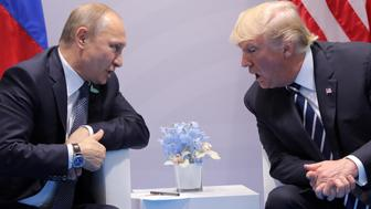 U.S. President Donald Trump speaks with Russian President Vladimir Putin during the their bilateral meeting at the G20 summit in Hamburg, Germany July 7, 2017. REUTERS/Carlos Barria     TPX IMAGES OF THE DAY