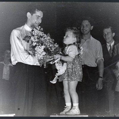 Leonard Bernstein after his performance in Landsberg on May 10, 1948