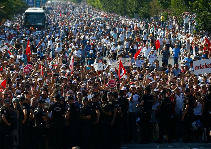 People wait for Turkey's main opposition Republican People's Party (CHP) leader Kemal Kilicdaroglu at the final s