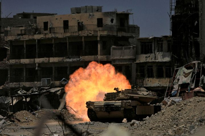 A tank fires at Islamic State militants in the old City of Mosul last week. The UN estimates it will take at least $1 billion