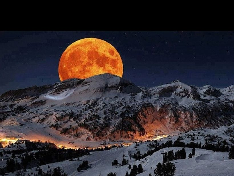 <strong>Amidst the Orange Moon</strong>