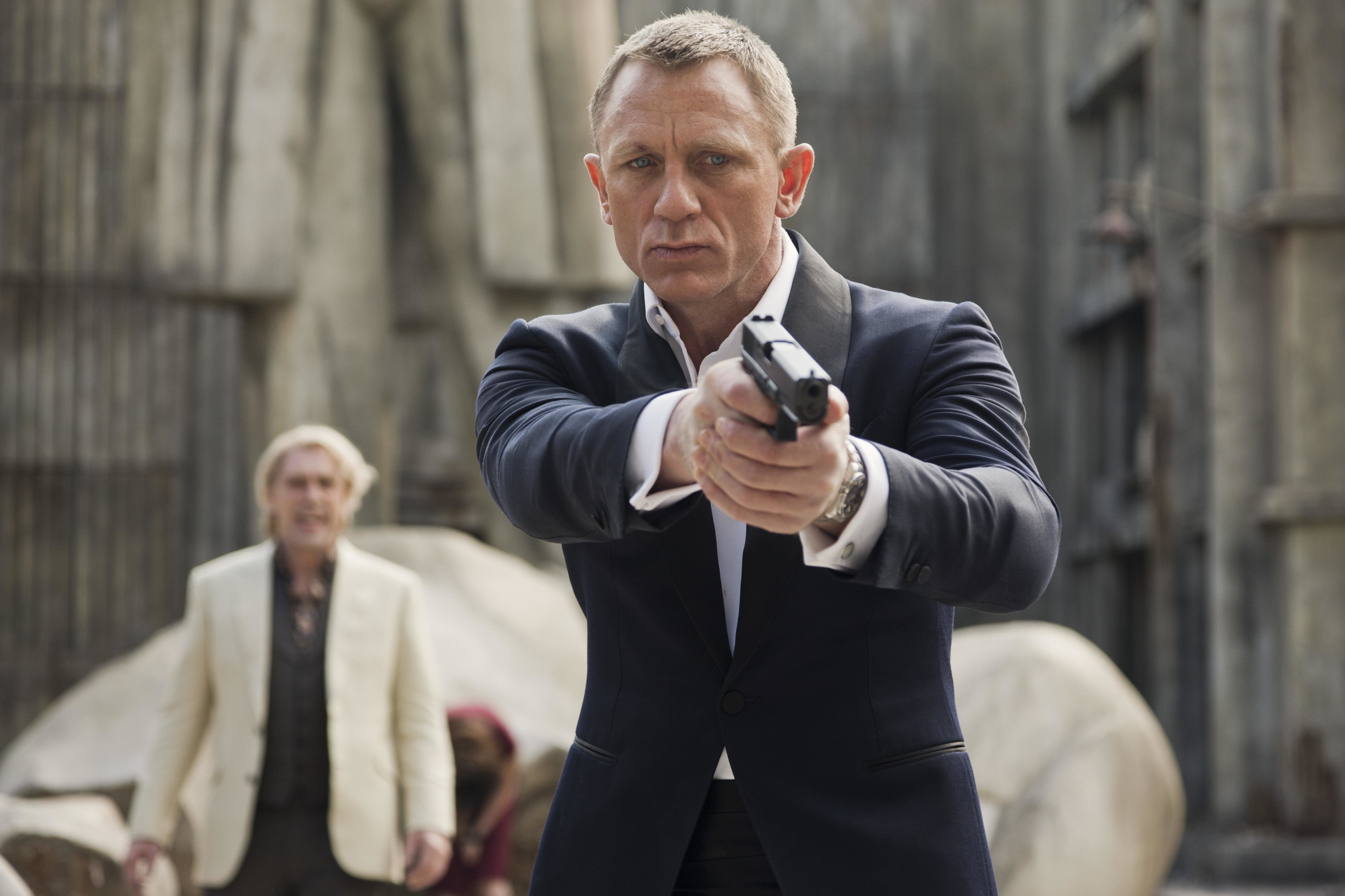 Daniel Craig 'Returns For Bond 25' As Producers Target Star For New Theme
