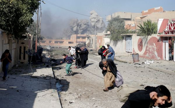 People run in panic after a coalition airstrike hit Islamic State fighters positions on November 17, 2016.