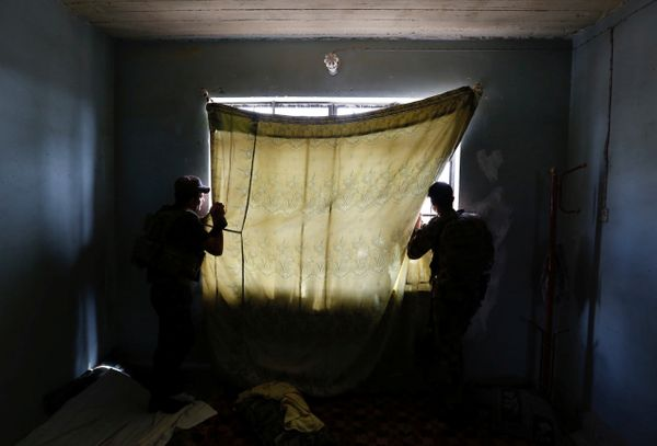Members of Iraqi Counter Terrorism Service (CTS) forces look at the positions of Islamic State militants on May 15, 2017.&nbs