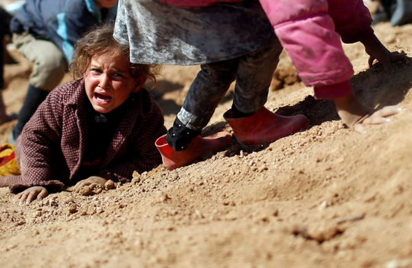 A displaced Iraqi girl cries before entering Hamam al-Alil camp on March 10, 2017.