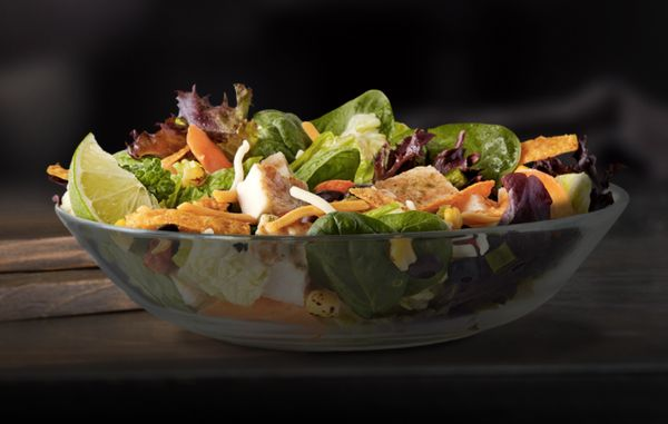 <strong>Ingredients:</strong> grilled chicken, salad blend of assorted greens, corn, black beans, tomato, poblano, jack&