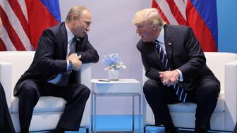U.S. President Donald Trump speaks with Russian President Vladimir Putin during the their bilateral meeting at the G20 summit in Hamburg, Germany July 7, 2017. REUTERS/Carlos Barria
